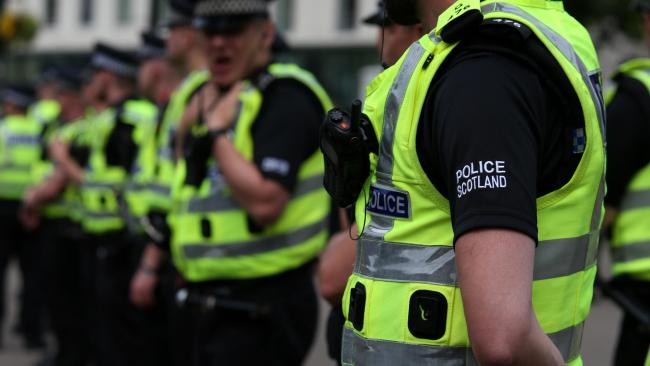 Police close down street in North Glasgow to deal with ongoing incident