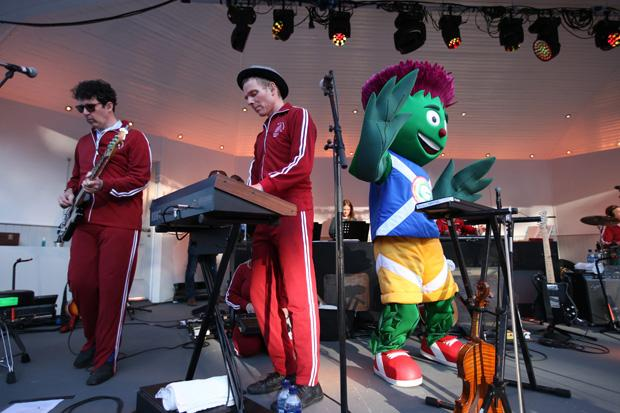 Review: Belle and Sebastian, Glasgow Commonwealth Games Opening Ceremony Party, Kelvingrove Bandstand