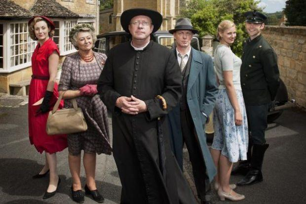 n Mark Williams as Father Brown, with Nancy Carroll as Lady Felicia, Sorcha Cusack as Mrs McCarthy, Hugo Speer as Inspector Valentine, Kasia Koleczek as Susie and Alex Price as Sid