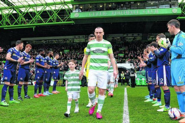 County perform a guard  of honour for Celtic, main, while debut Bhoy Eoghan O'Connell congratlates Kris Commons on his leveller