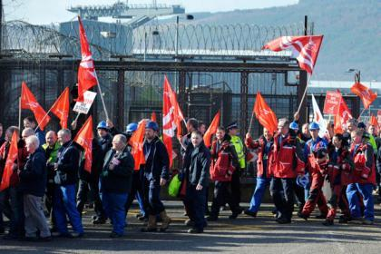 Faslane workers to accept pay offer