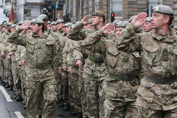 Glasgow welcomes back hero soldiers in homecoming parade