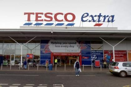 Tesco cuts prices amid fightback