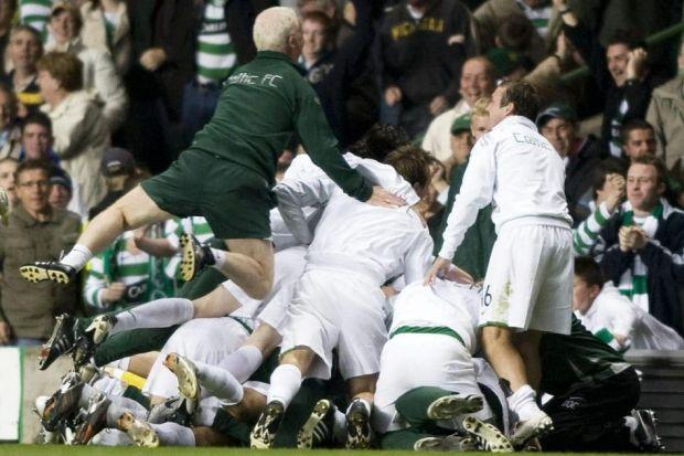 Tommy Burns celebrates with the Celtic players after their penalty shoot-out win against Spartak Moscow in 2007. #SportTimestop50