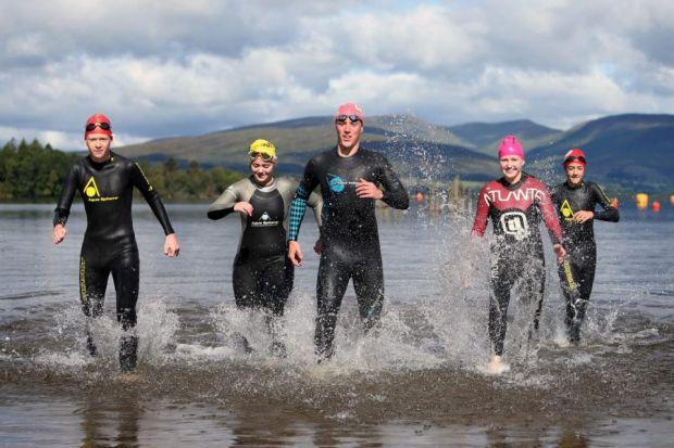 Robbie rallies swimmers for Loch Lomond dip