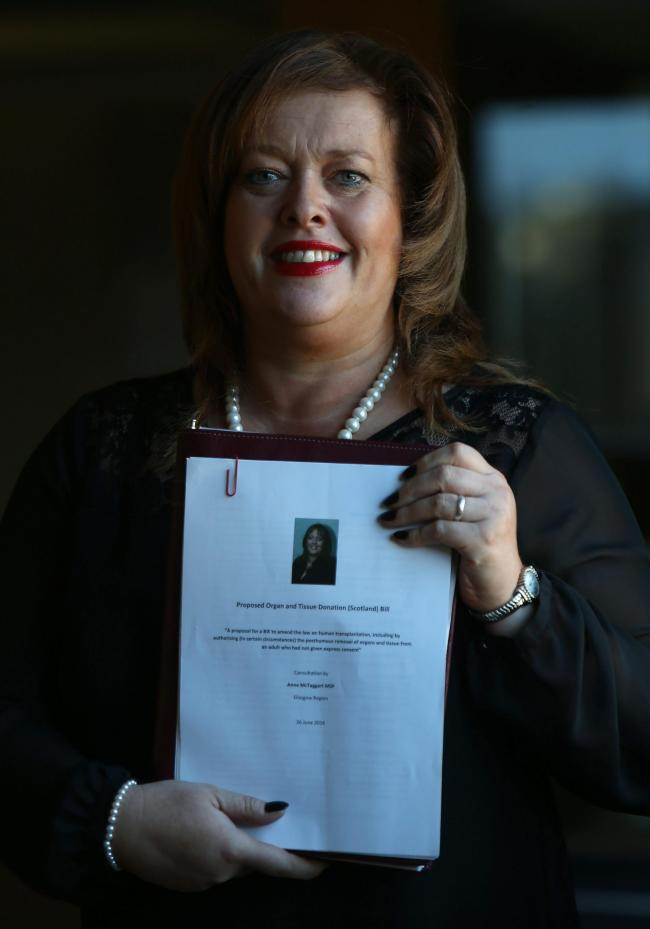 Anne McTaggart MSp with her Transplant Opt-Out Bill  at Holyrood tuesday. Pic Gordon Terris/The Herald  (39344554)