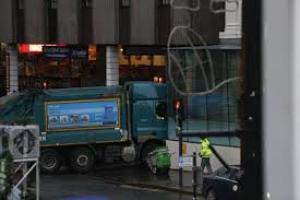 Public threatened bin lorry crews after George Square crash