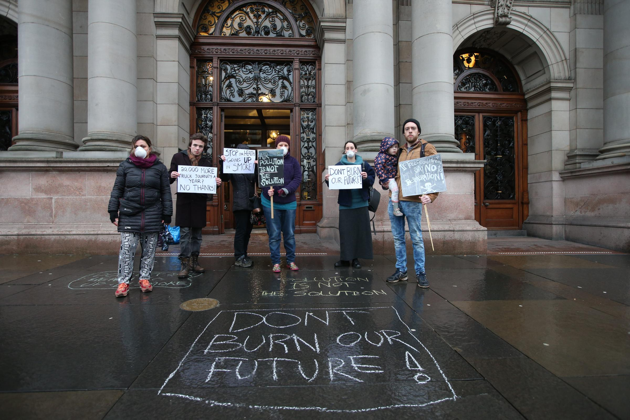 Photo: Colin Templeton..11/01/16 Protestors (against the proposed incinerator on South Street) outside the city chambers...Photo: Colin Templeton..... (52166292)