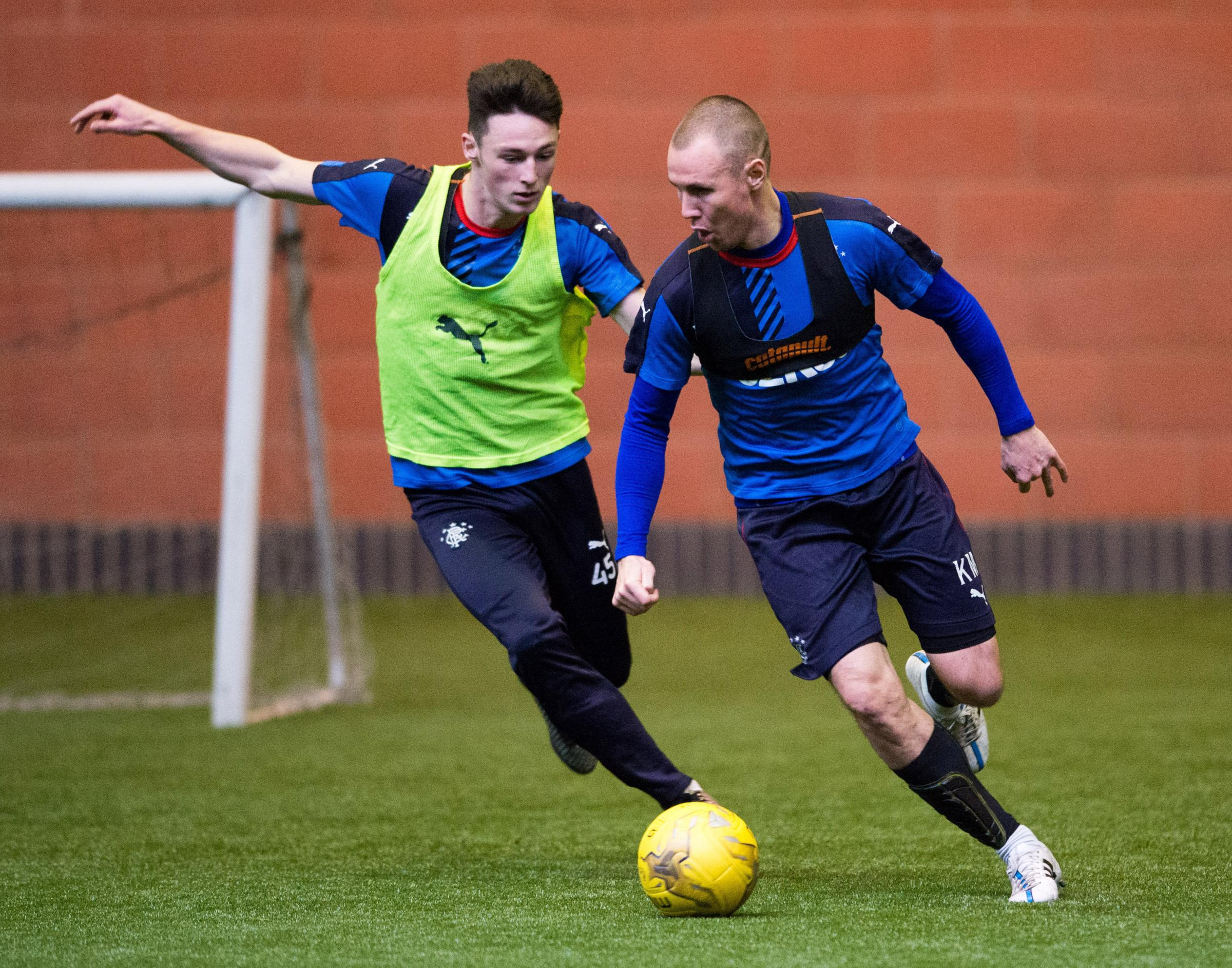 Rangers' Kenny Miller (right) battles for the ball against Jordan Thompson