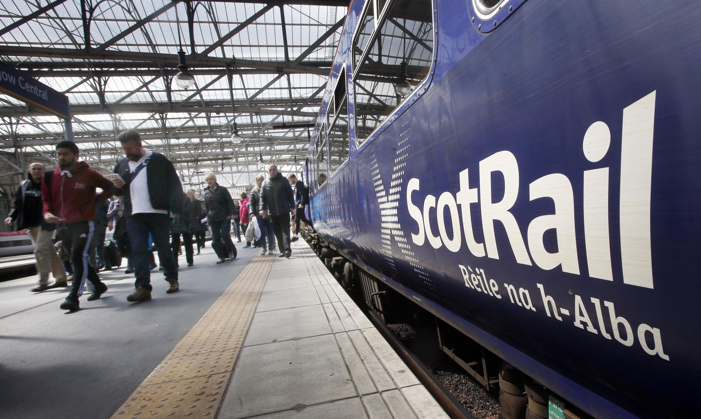 Extra late night trains between Glasgow and Edinburgh set to run over festive season