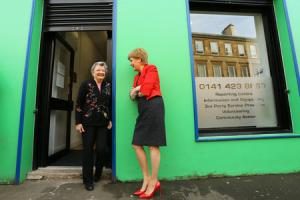 First Minister Nicola Sturgeon MSP opens the Govanhill Community Development Trust shop in Allison street, Govanhill. The GCDT is a subsidiary of Govanhill Housing Association. . .   Photograph by Colin Mearns.24 March 2017.