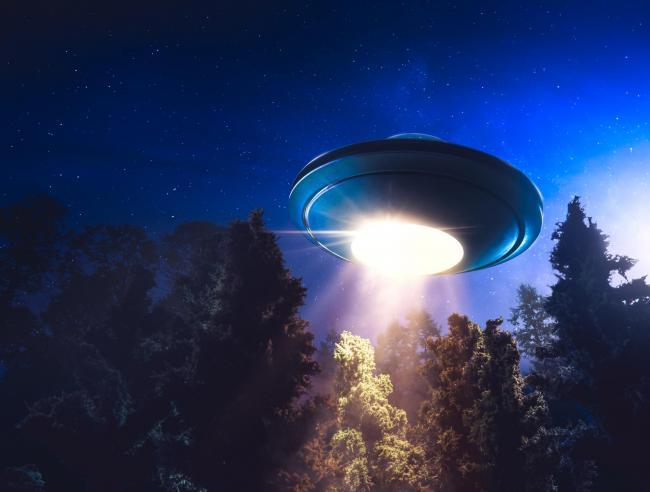 UFO News ~ UFO came within 100 feet of plane over Glasgow plus MORE 6778724