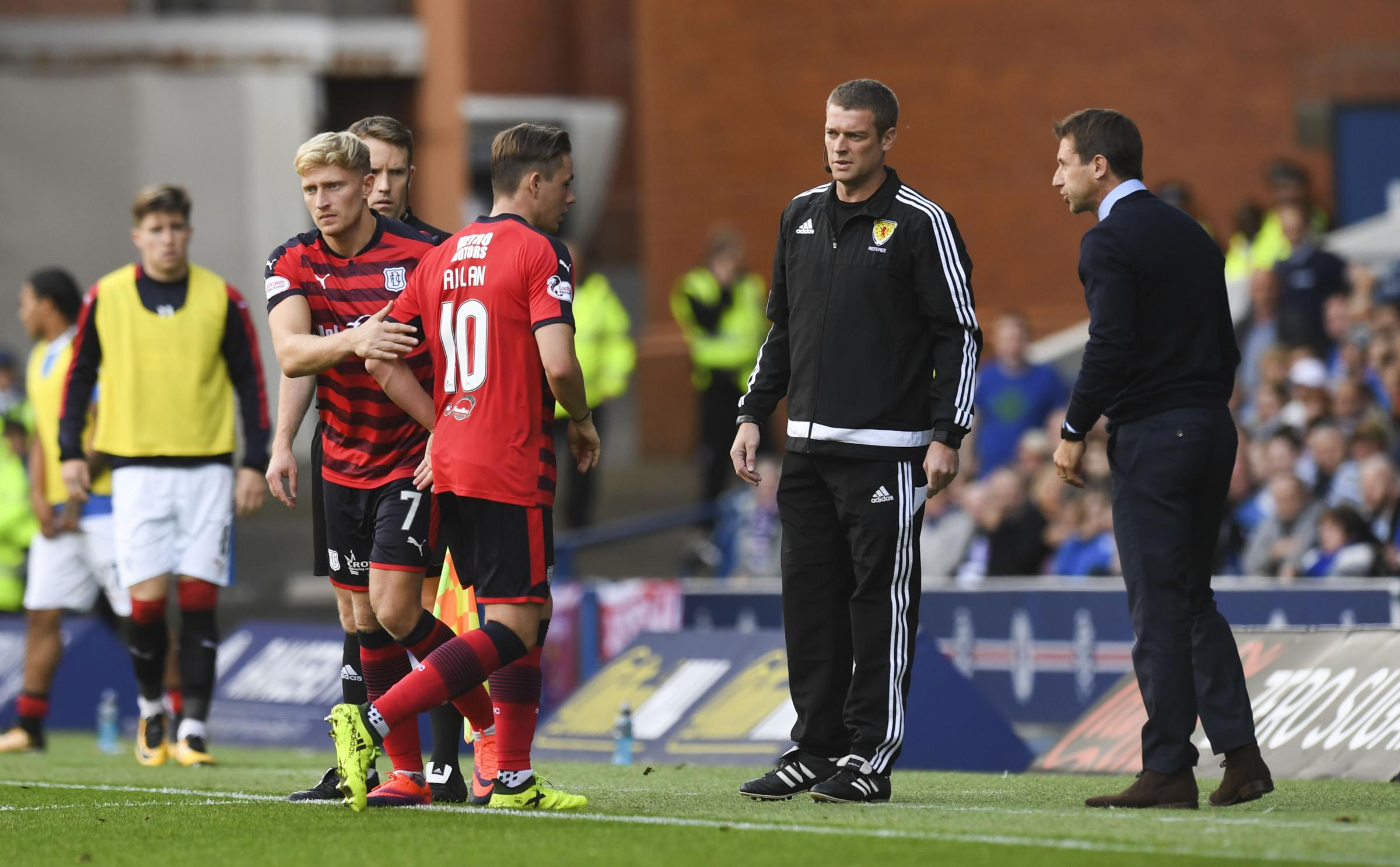 Dundee manager Neil McCann (right) with Scott Allan as he is substituted