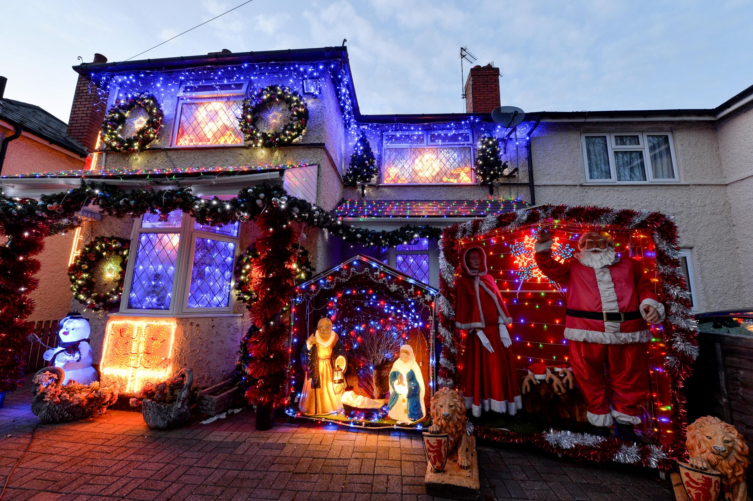 The missing christmas decorations uk hd - Festive Mad Family Puts Up Dazzling Display Of Christmas Decorations 60 Days Early Evening Times