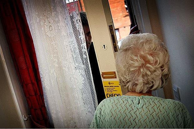 Bogus callers almost con elderly woman out of £10K in Glasgow's South Side