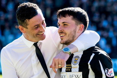 21/04/18 LADBROKES CHAMPIONSHIP. ST MIRREN v MORTON (2-1). THE PAISLEY 2021 STADIUM - PAISLEY. St Mirren manager Jack Ross with Lewis Morgan at full time.
