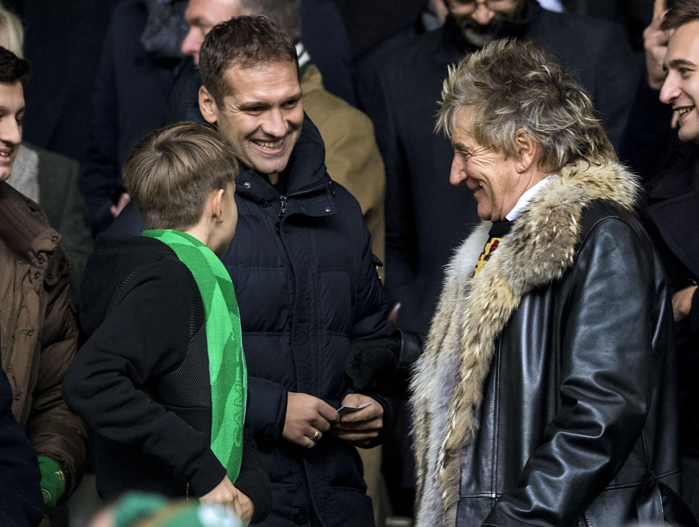 Former Celtic player Stiliyan Petrov (left) with fan Rod Stewart