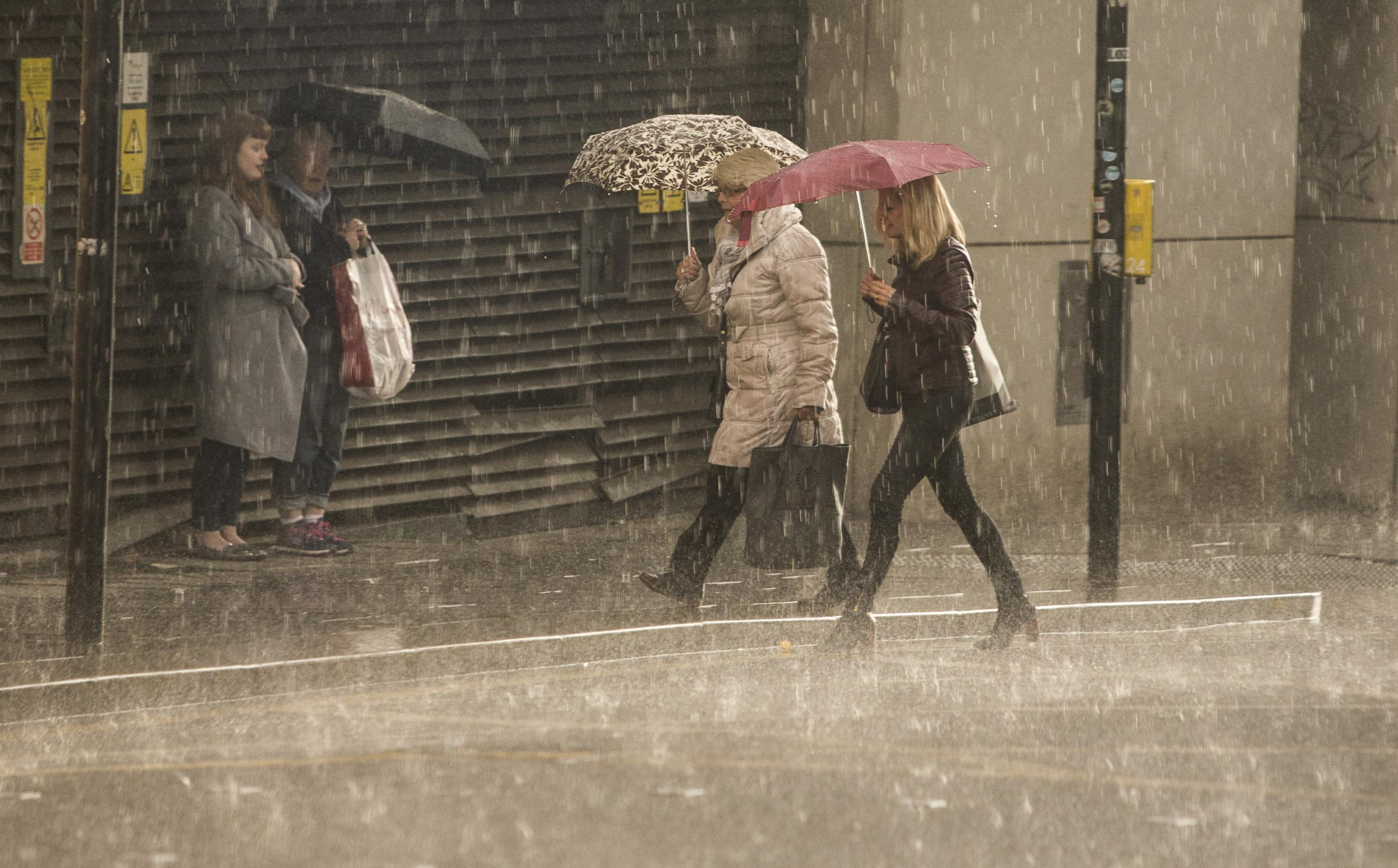 Heavy rain and strong winds spark weather warning across Glasgow