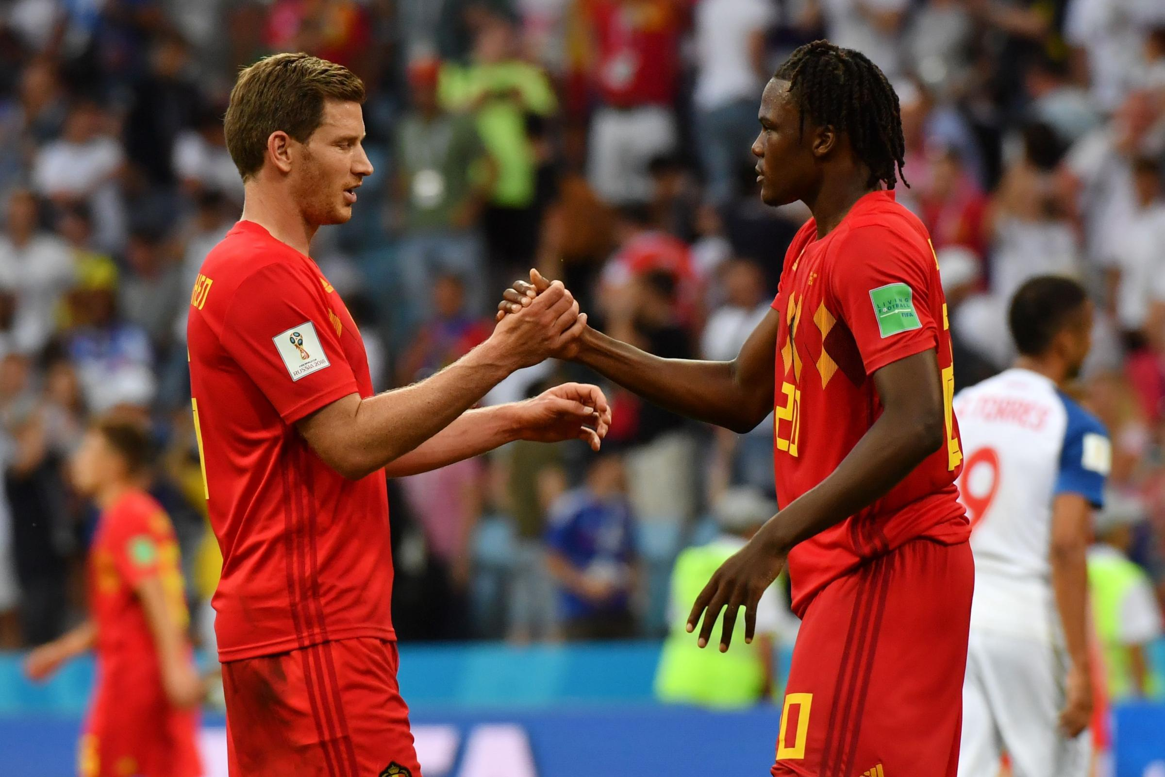 Jan Vertonghen shakes hands with Dedryck Boyata