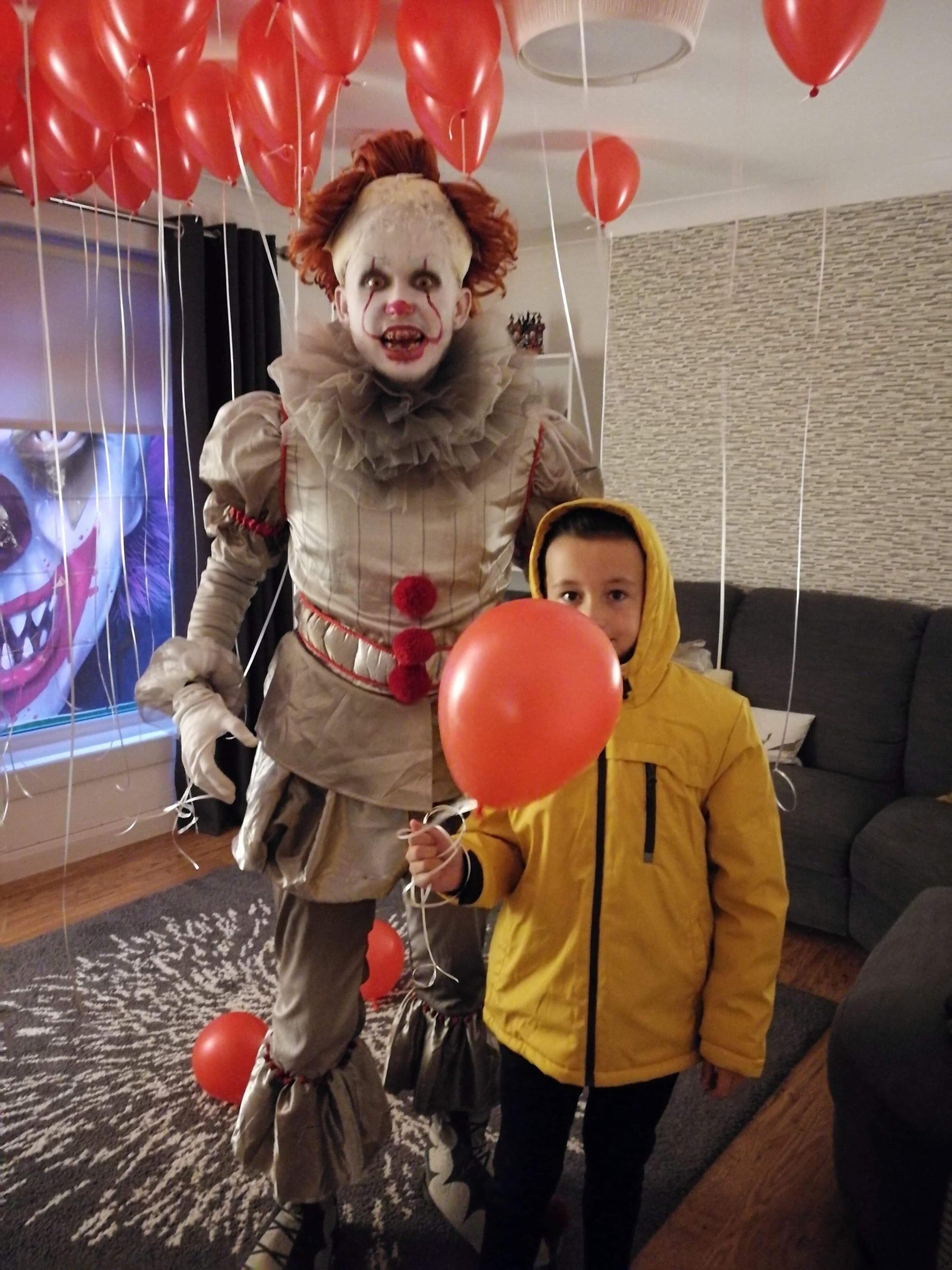 Unmasked Terrifying Pennywise clown from Clydebank who\u0027s
