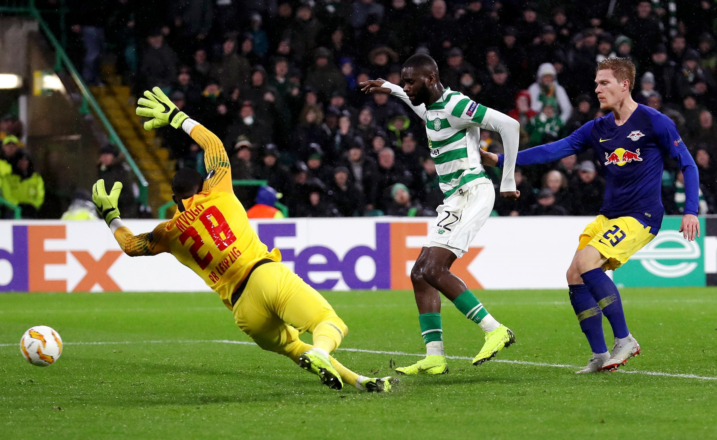 GLASGOW, SCOTLAND - NOVEMBER 08:  Odsonne Edouard of Celtic (C) scores his team's second goal past Yvon Mvogo of RB Leipzig  during the UEFA Europa League Group B match between Celtic and RB Leipzig at Celtic Park on November 8, 2018 in Glasgow, Unite