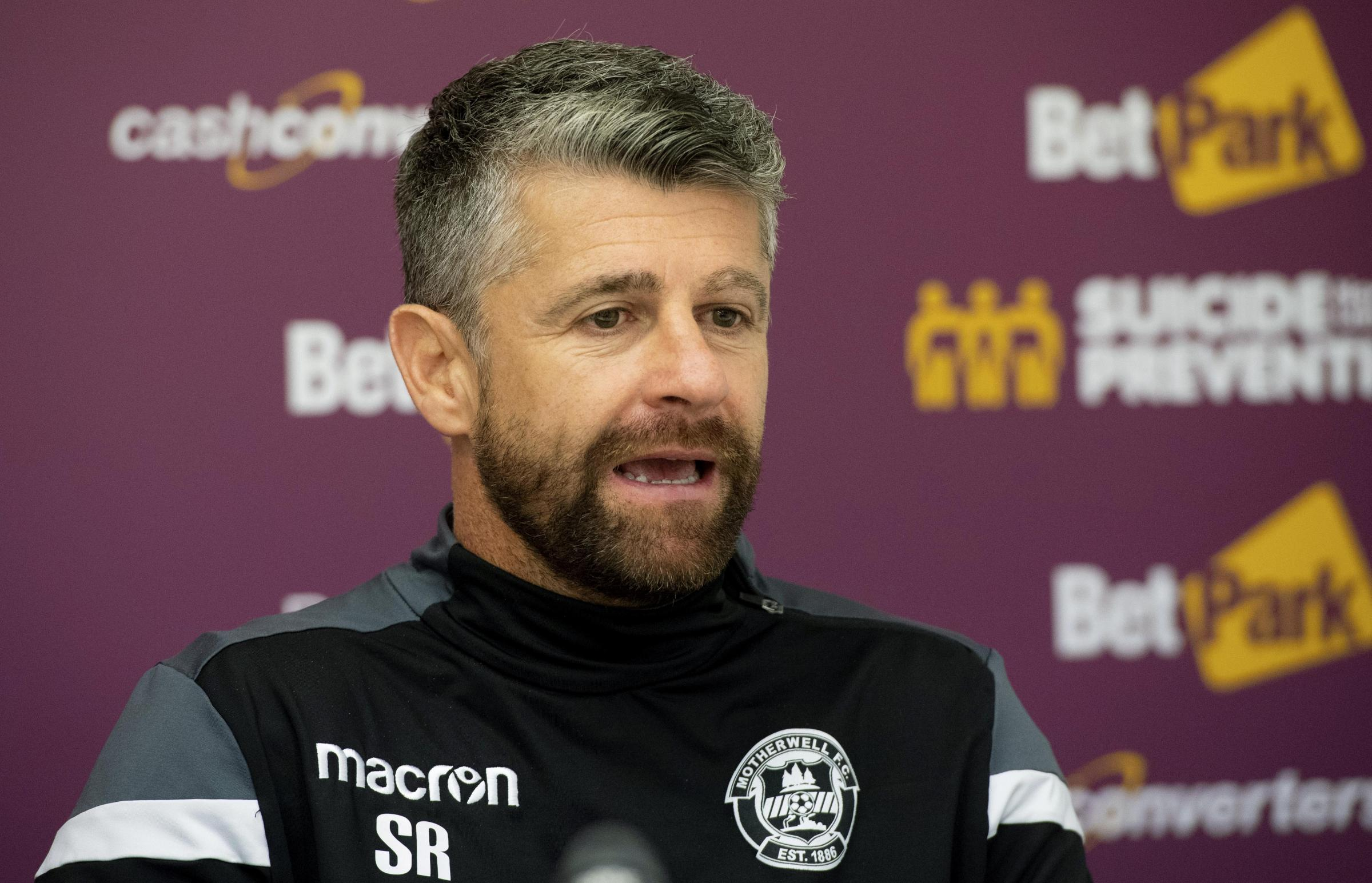 Stephen Robinson thinks Motherwell will face a physical battle at St Johnstone today.
