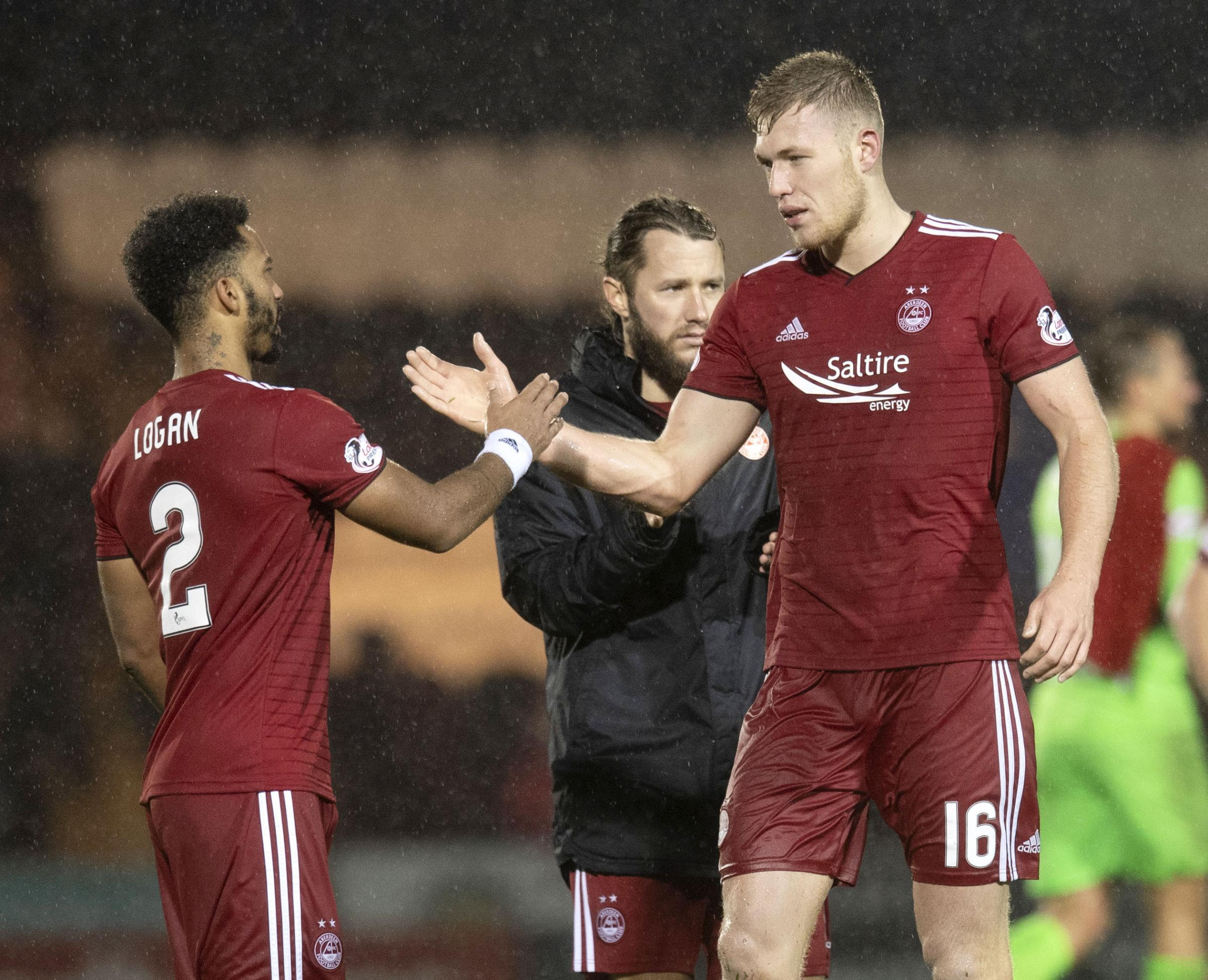 15/12/2018  LADBROKES PREMIERSHIP.ST MIRREN v ABERDEEN.SIMPLE DIGITAL ARENA - PAISLEY.Aberdeen's Shay Logan and Sam Cosgrove at full time.