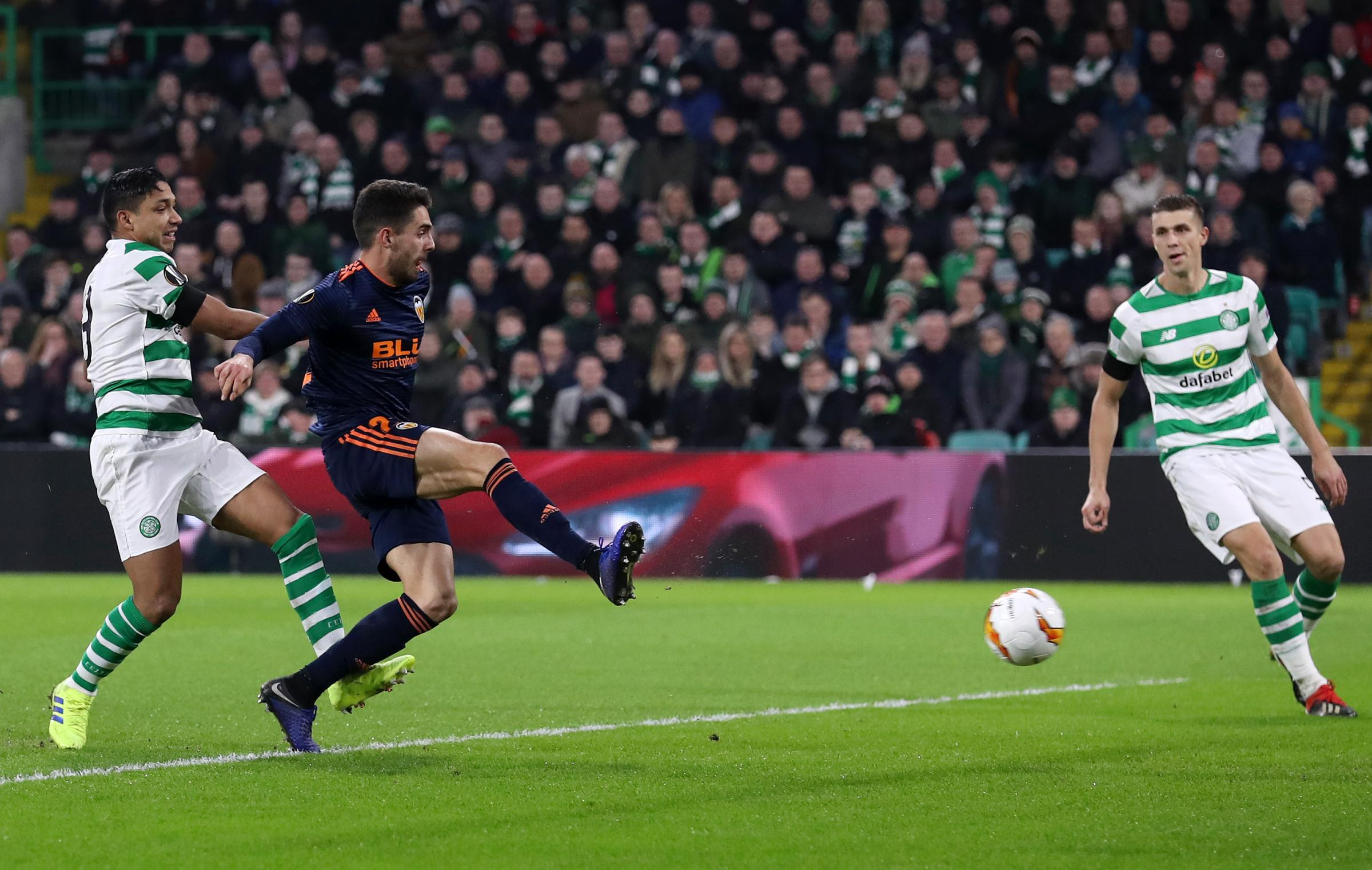 GLASGOW, SCOTLAND - FEBRUARY 14:  Ruben Sobrino of Valencia scores his sides second goal during the UEFA Europa League Round of 32 First Leg match between Celtic and Valencia at Celtic Park on February 14, 2019 in Glasgow, Scotland, United Kingdom.  (Phot