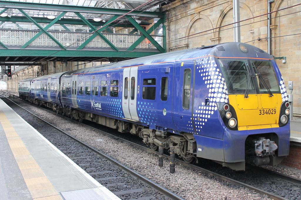 Edinburgh to Glasgow trains cancelled due to 'signal fault'