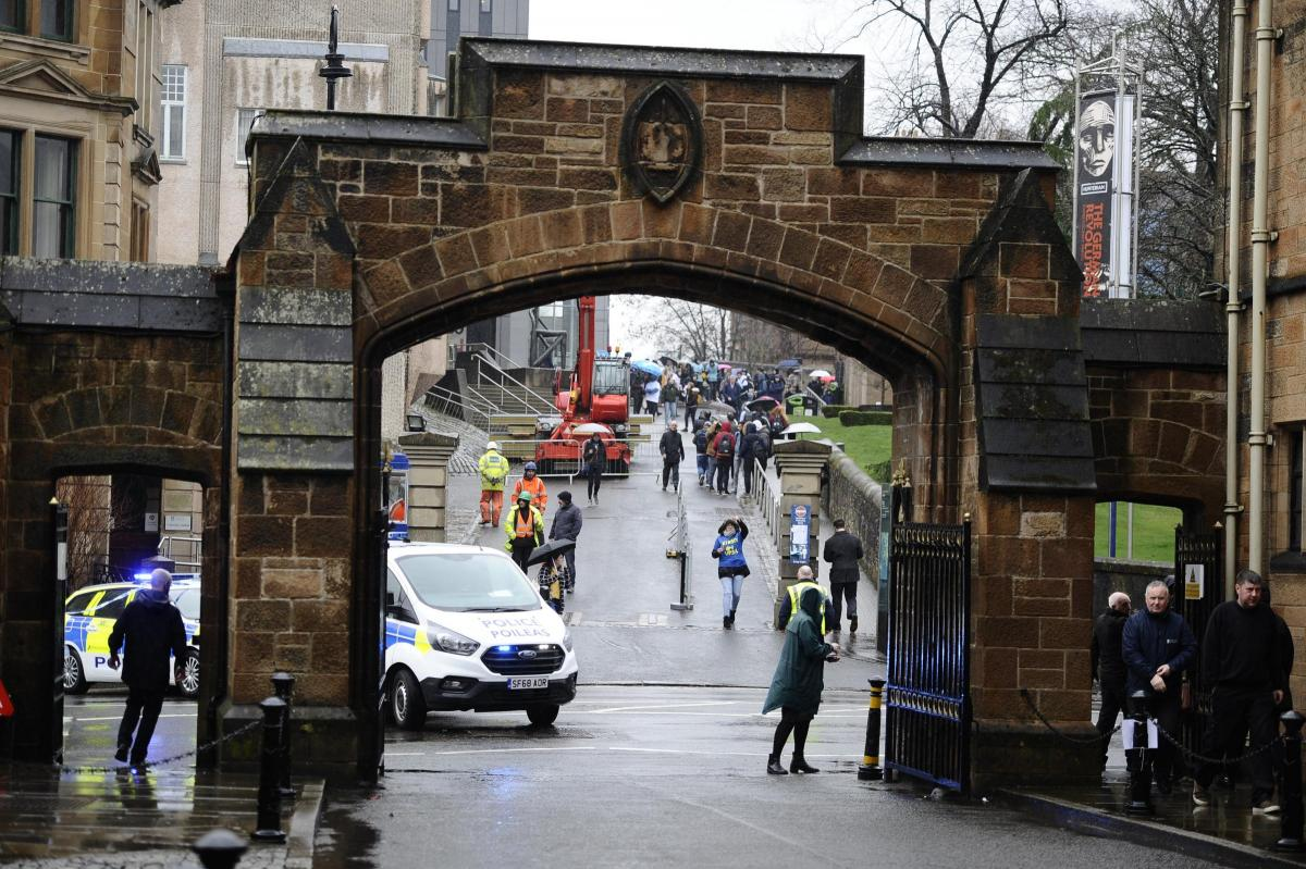Police confirm link between package at the University of Glasgow with London devices