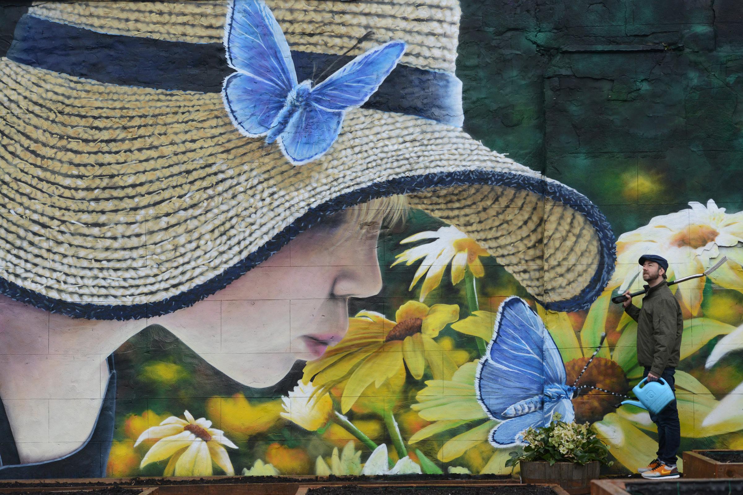 Street artist unveils new work at Kinning Park community garden