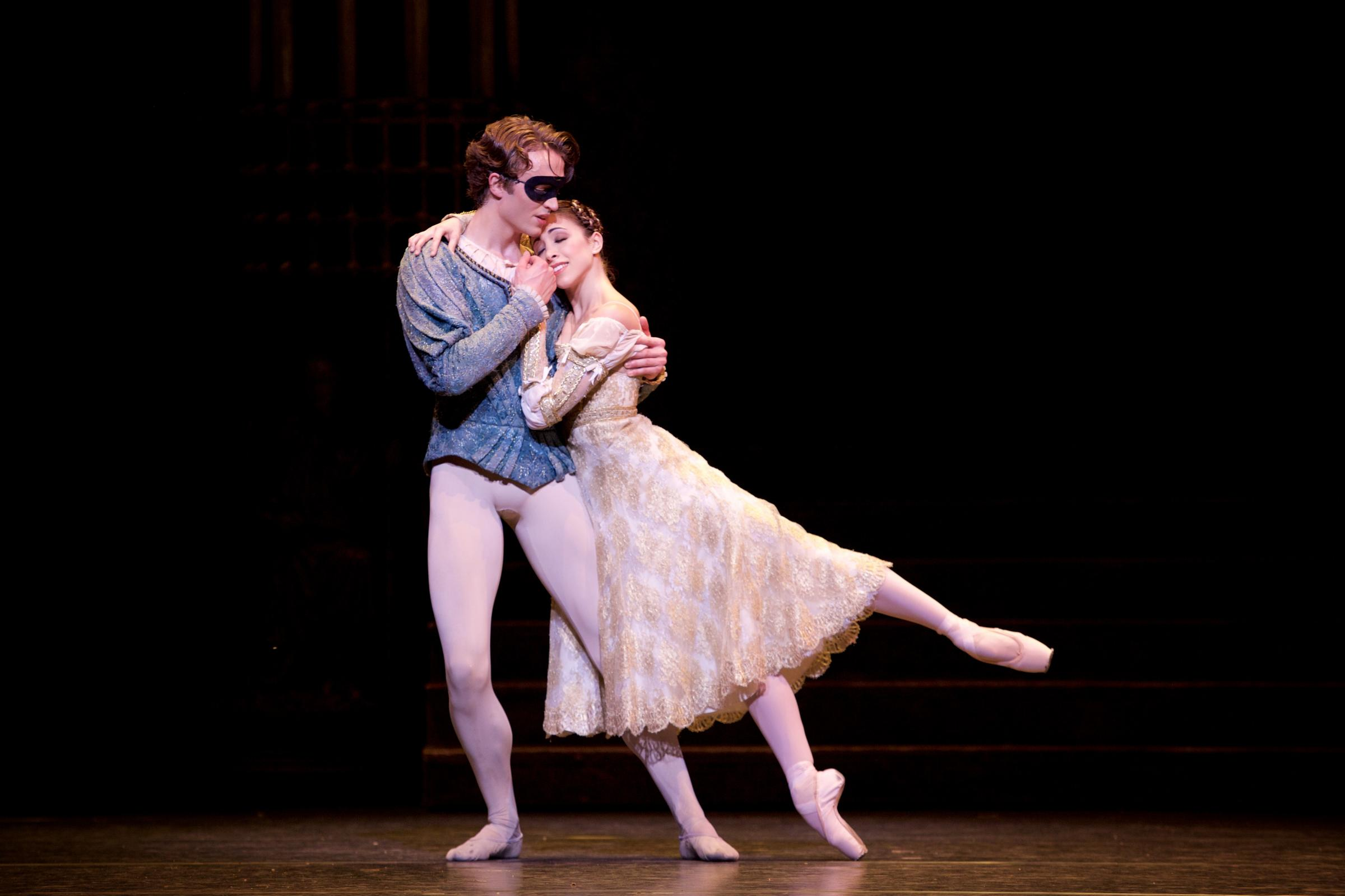 Ball and Naghdi as Romeo and Juliet in 2015 (Alice Pennefather/ROH)