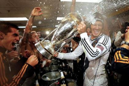 The champers was flowing after LA Galaxy won the MLS Cup ... but David Beckham seemed to be more concerned with protecting his hair