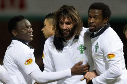 Victor Wanyama and Efe Ambrose congratulate Georgios Samaras