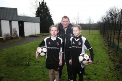 Jim Strathdee with Glasgow Girls FC players Cara McInnon and Dionne Polland