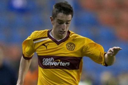 Motherwell's Stuart Carswell has recovered from a niggling knee tendonitis problem