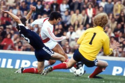 Stuart Kennedy tackles Juan Carlos Oblitas before he tries to shoot past keeper Alan Rough during Scotland's 3-1 defeat to Peru in the 1978 World Cup
