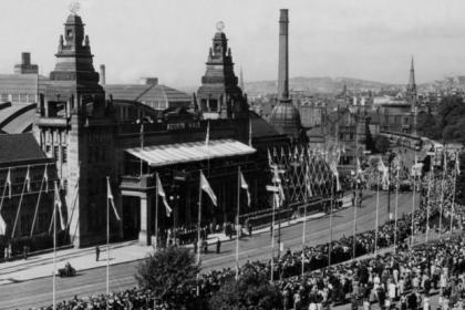 Crowds outside the Kelvin Hall in 1949 for a Royal visit