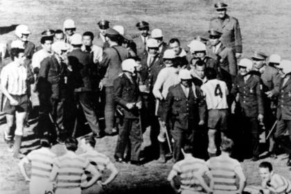 Police keep players apart during the 1967 World Club Championship play-off Final in Montevideo