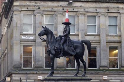 goma wellington statue