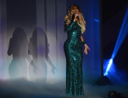 Beyonce performs at The Brits.