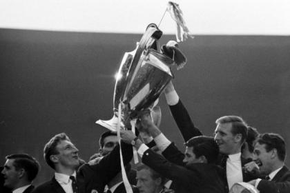 The European Cup is lifted high by Bobby Murdoch, Tommy Gemmell, John Hughes, Bertie Auld, skipper Billy McNeill and Willie Wallace