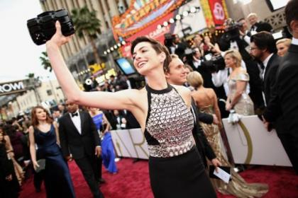 Actress Anne Hathaway attends the Oscars