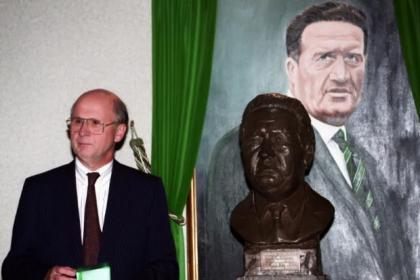 Fergus McCann will return to Celtic Park to unfurl the league championship flag in August