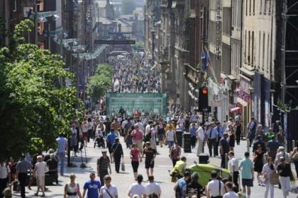 Shoppers in Glasgow have been taking advanage of great Easter weather to hit the city's malls in search of fashion bargains for the summer season ahead