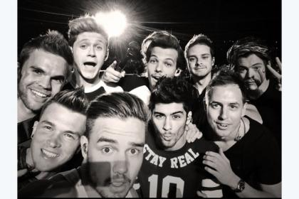 One Direction embrace the Oscar selfie