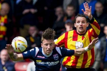 Thistle's Lee Mair jostles for the  ball with substitute Melvin de Leeuw at Firhill