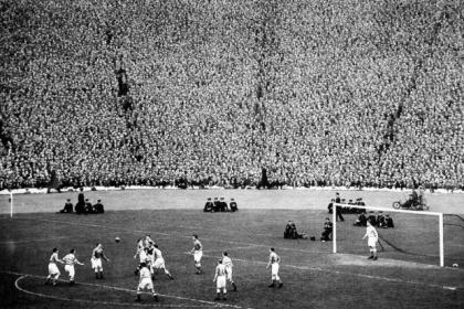 A packed Hampden Park during Celtic's 2-1 Scottish Cup final win over Aberdeen in 1954. #SportTimestop50