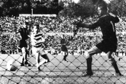 Stevie Chalmers scores the winning goal in Celtic's 2-1 European Cup final victory over Inter Milan in 1967. #SportTimestop50