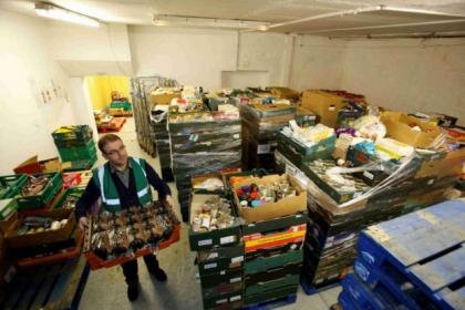Stephen Wakely, depot supervisor at the FareShare's Glasgow depot, helps with food distribution       Pictures Martin Shields Herald and Times Group.s